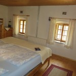 Dreibett-Zimmer im Ferienhaus Baumgarten 1