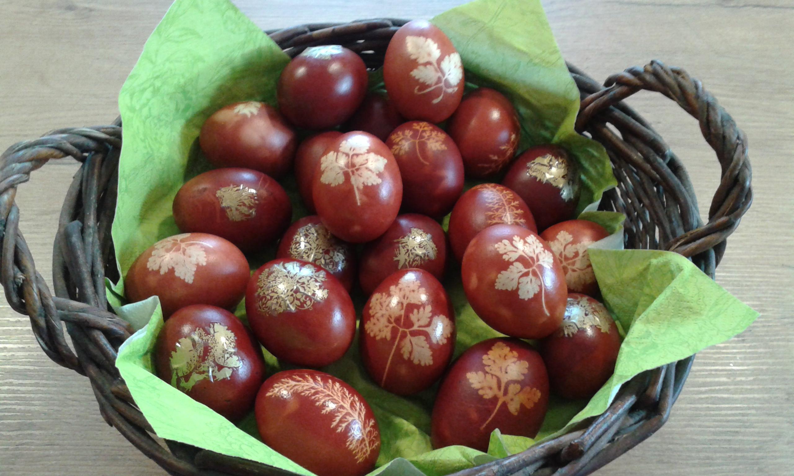 Ostereier gefärbt mit Zwiebelschalen
