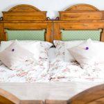 Weißes Bett beim Landgut Riegerbauer © Veronika Lafer